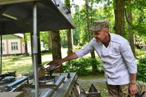 Ветераны удивили зажигательной музыкой и вкусной гречкой