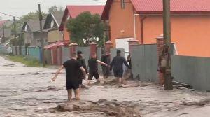 Потужна злива відрізала села на Буковині