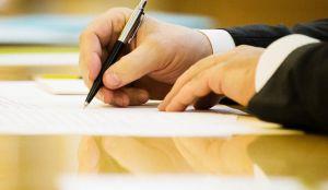 Про внесення змін до деяких законодавчих актів України щодо продажу земельних ділянок та набуття права користування ними через електронні аукціони