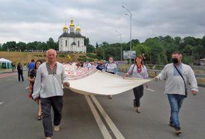 Над созданием рекордного рушника работали все громады Черниговщины