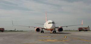 Одесса: Самолет встретили душем