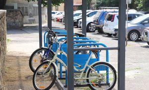 Ужгород: Установили крытые парковки для велосипедов
