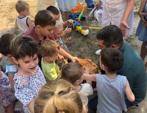 Луганщина: Караваем из миллионной тонны  угостили детей