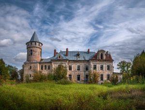 Ивано-Франковщина: Разрушение дворца остановили через суд