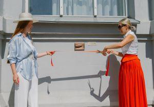 Древняя гривня украсила фасад музея истории в Киеве