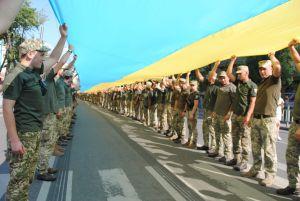В Мариуполе развернули Государственный флаг