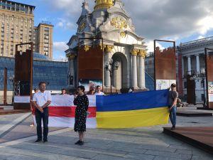 На Майдане можно увидеть, «як по(в)стає Білорусь»