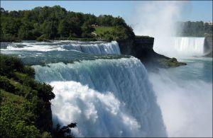 Ниагарский водопад станет сине-желтым