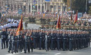 Военный парад на Крещатике: 30-метровый государственный флаг и бронированные «Козаки»