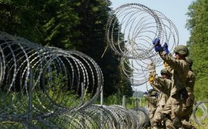 Между Польшей и Беларусью строят забор