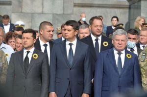 У День пам'яті захисників України Голова Парламенту Дмитро Разумков взяв участь у церемоніалі вшанування загиблих героїв