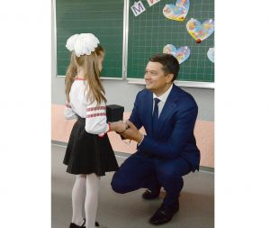 Дмитро Разумков: «Школа завжди була одним із головних базисів, який творить особистостей»