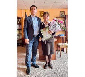 Ривненщина: Руслан Серпенинов наградил самого уважаемого педагога Сарненской громады