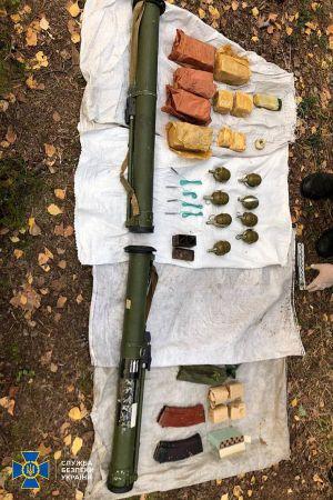 На Рівненщині СБУ виявила реальний схрон зі зброєю під час навчань на кордоні з Білоруссю