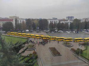 Громади Рівненщини отримали п'ятнадцять автобусів для дітей