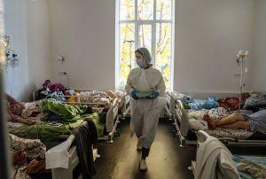 Осіння ковідна хвиля накрила «зненацька»: систему охорони здоров'я вже лихоманить