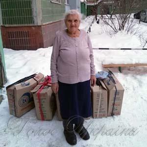 Бабуся пошила бійцям  триста пар  зимових рукавичок