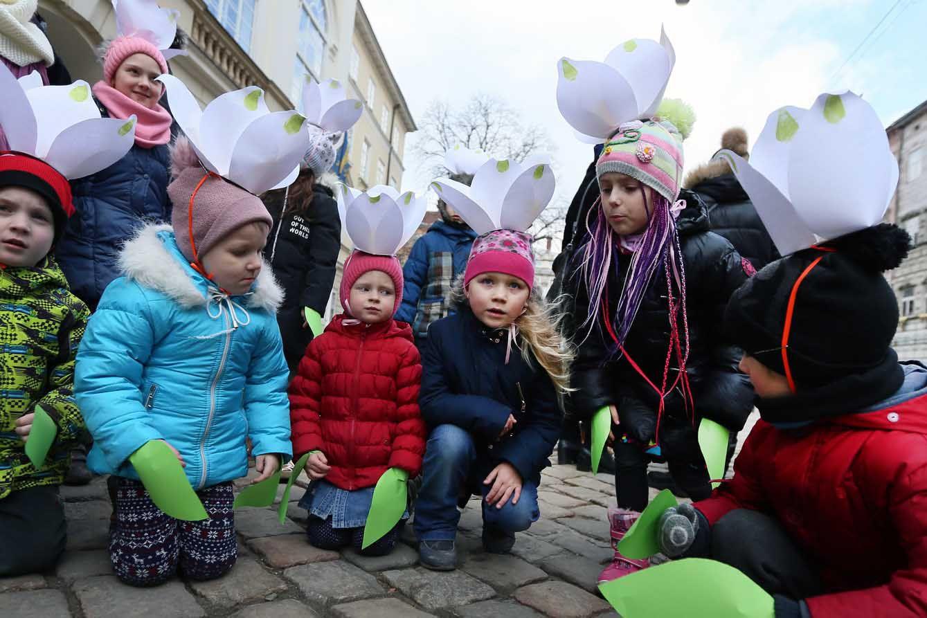 У Львові активісти провели акцію «Збережемо первоцвіти!»