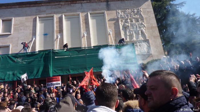 Штурм не вдався, але протести в Албанії триватимуть