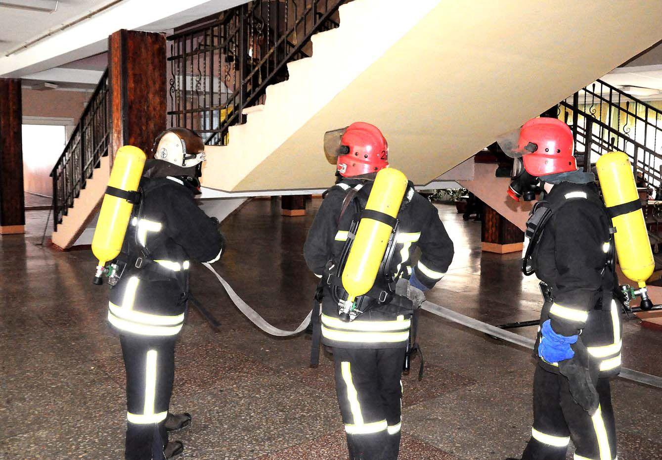 Рятувальники перевіряють виборчі дільниці