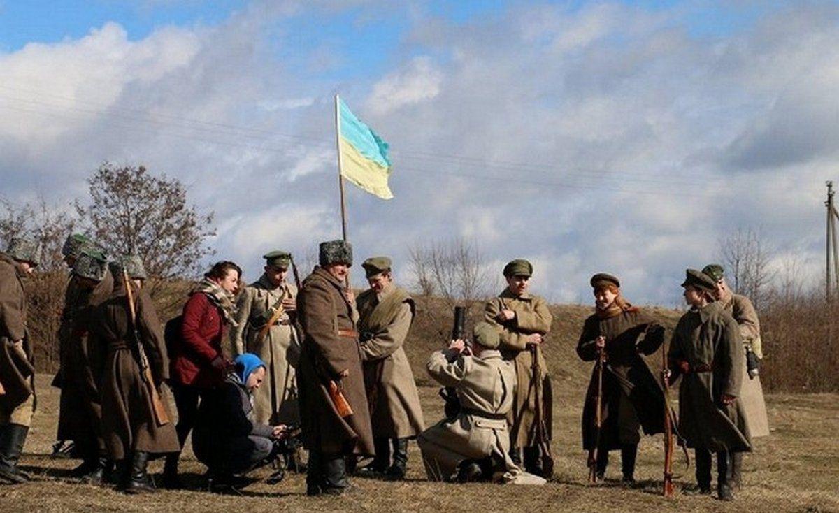 Реконструировали бой с большевиками