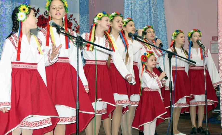 На березі Дунаю відбувся фестиваль «Червона рута»