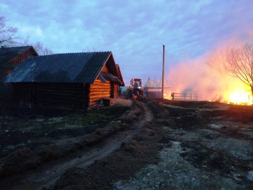 В Житомирской области горела трава. А с ней — дома