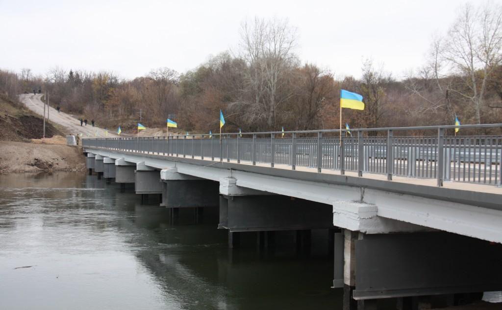Вдається відновлювати по два мости на рік