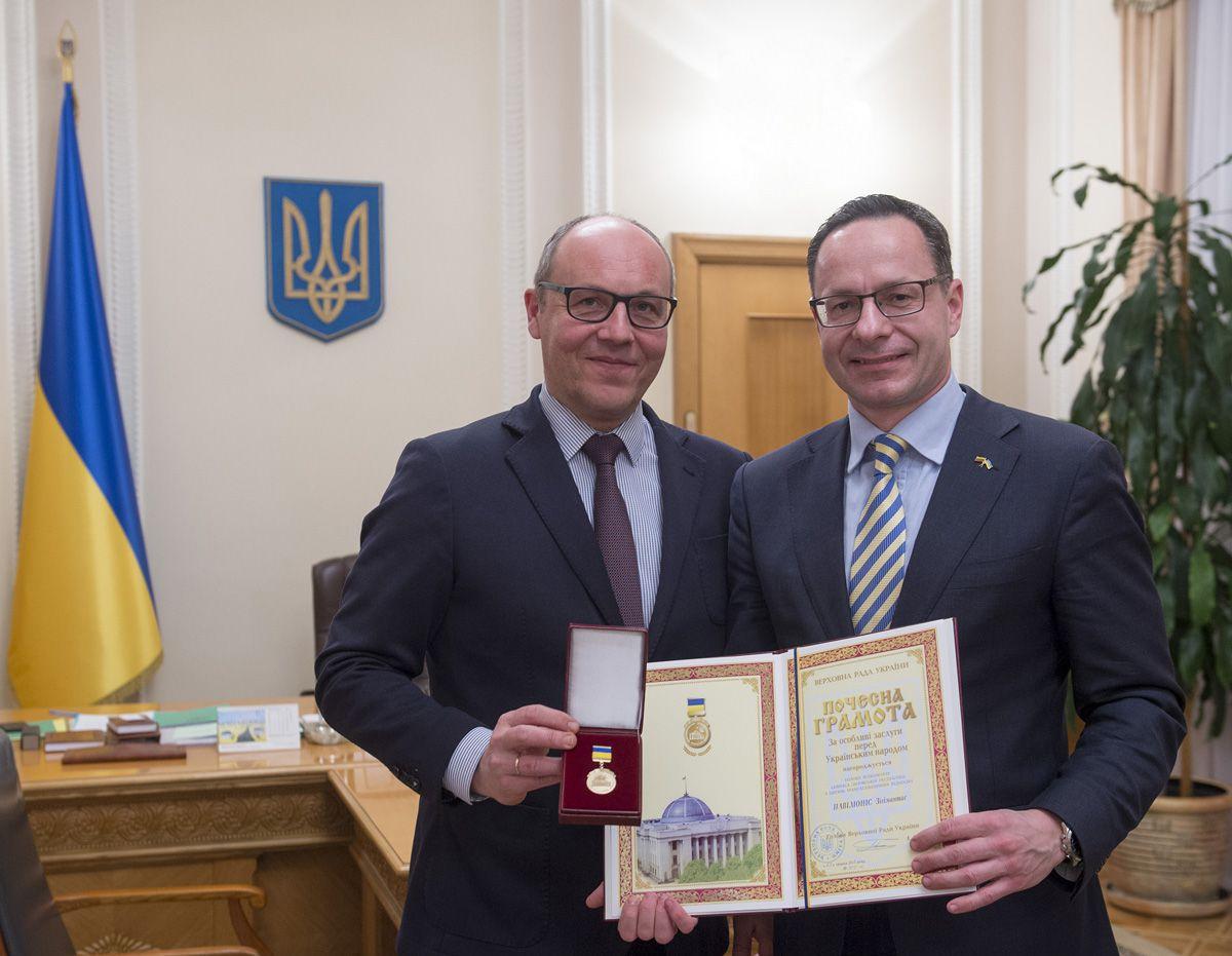 Андрій Парубій вручив Почесну грамоту Зігімантасу Павіліонісу
