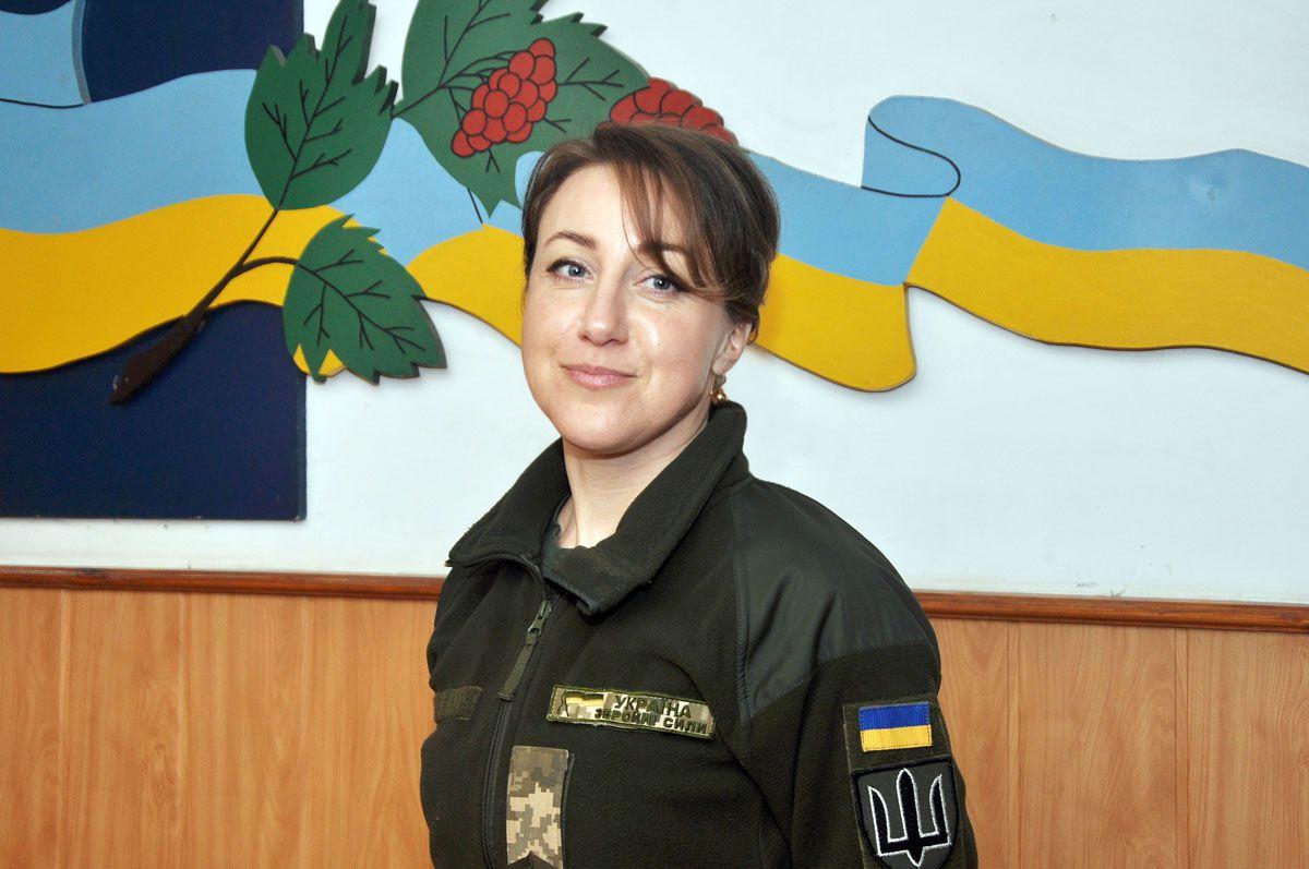 Жіночі обличчя армії