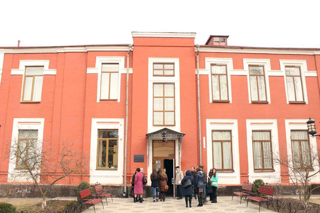 Наследие Антона Макаренко рано списывать в архив