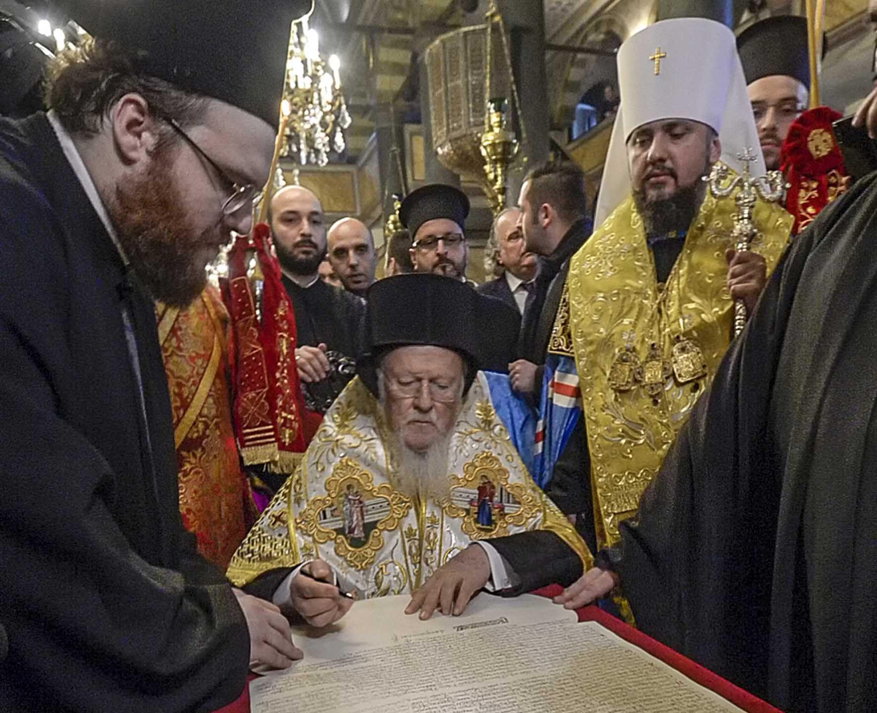 Константинополь ніколи не передавав Московській церкві Київську митрополію