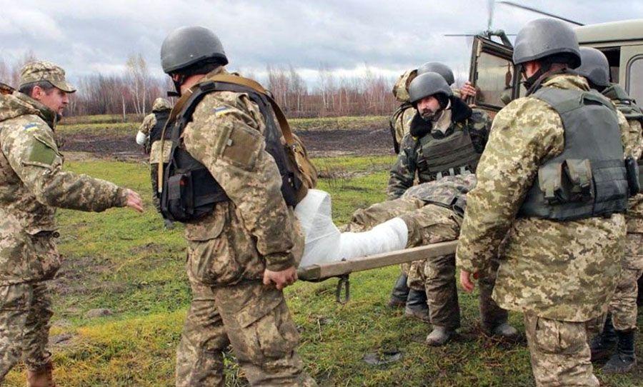 Загострення на фронті: поранено вісьмох військових