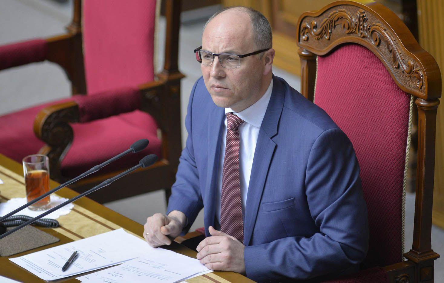 Під час прийому на держслужбу складатимуть іспити лише ті,  хто не вивчав українську в школі