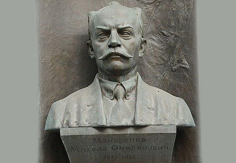 Будучи искренним патриотом, работал на государство и одним из первых принял гражданство УНР