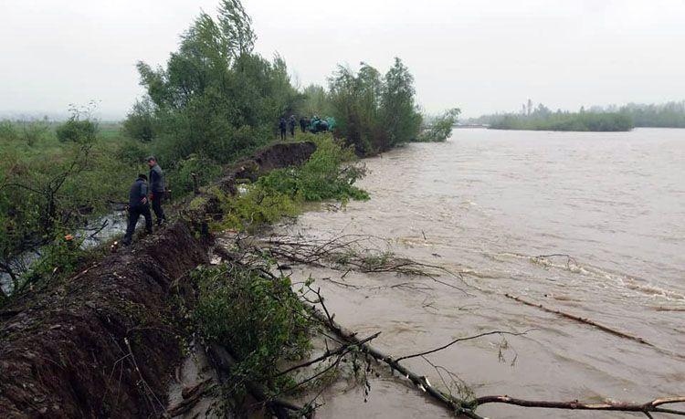 Велика вода загрожує сільгоспугіддям та садибам