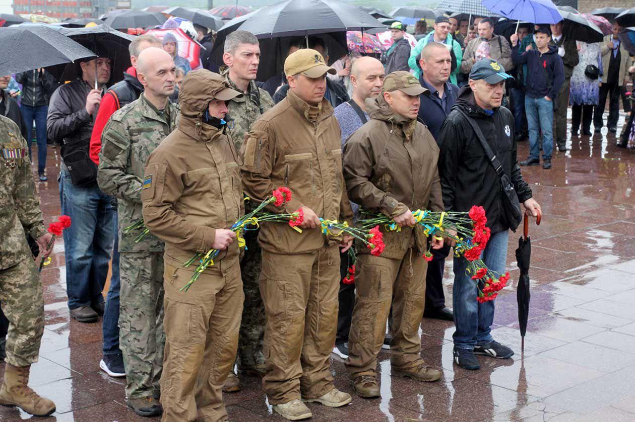 Мешканці Дніпра зібралися біля монумента Вічної слави