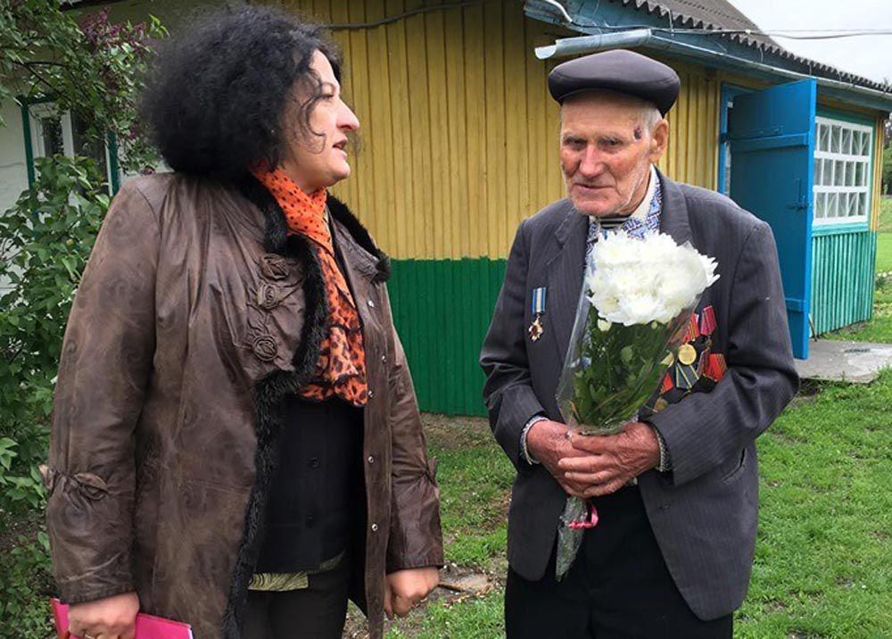 Рівненські атомники відвідали ветеранів