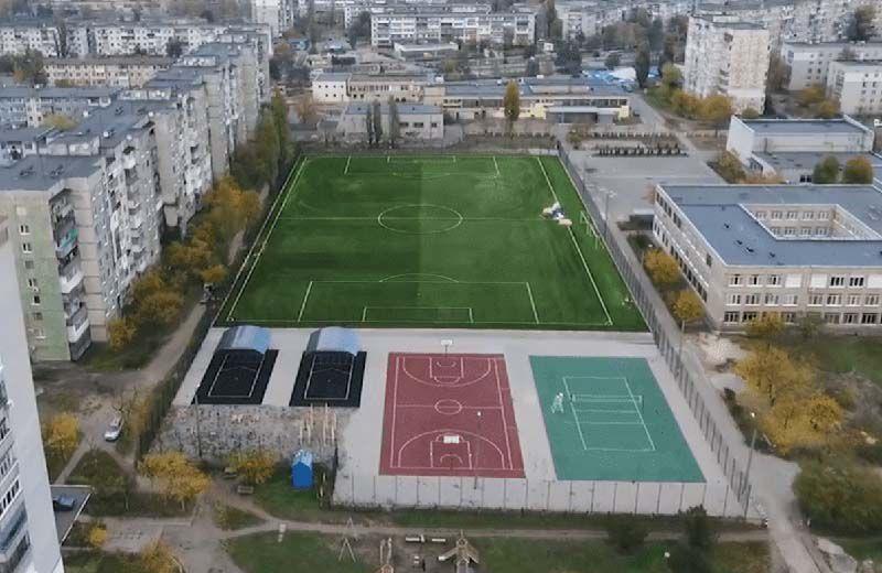 На нових спортивних «полянах» падати не боляче