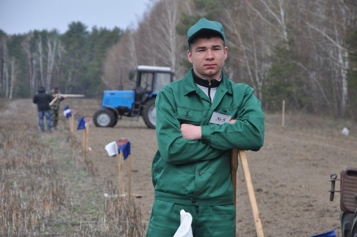 Юний тракторист націлений на фермерство, як і його батько