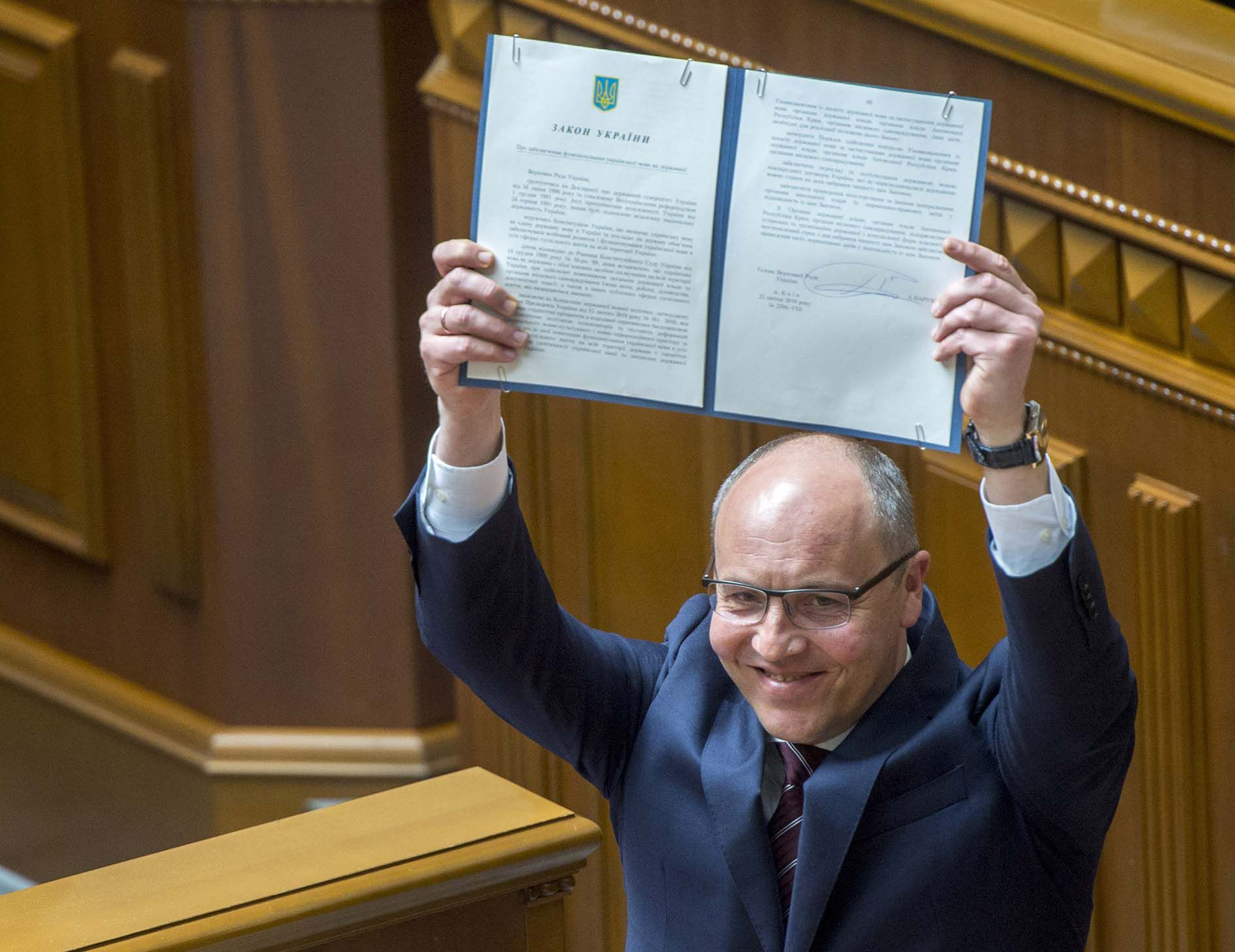 The law to ensure the use of Ukrainian as the State language has been submitted to the President for signing
