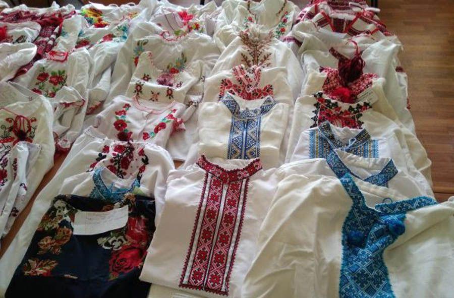 Школьники собрали и передали 70 вышиванок в Авдеевку