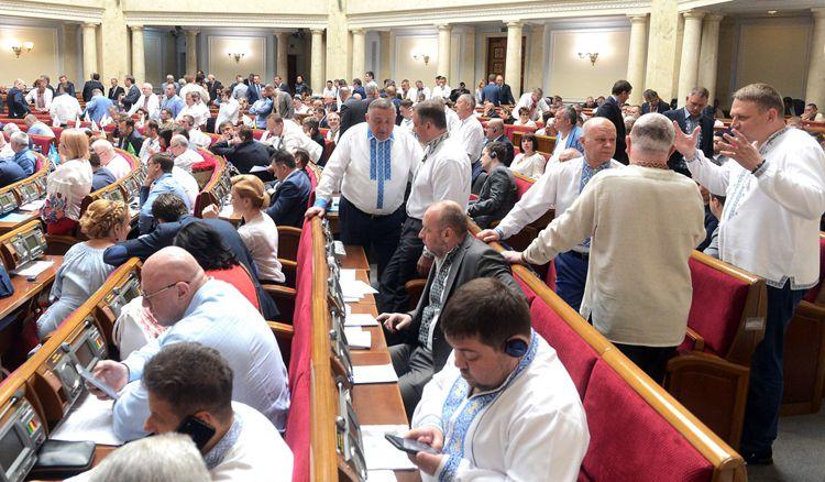 Верховная Рада отсрочила на три месяца  введение штрафов для нерастаможенных «евроблях»
