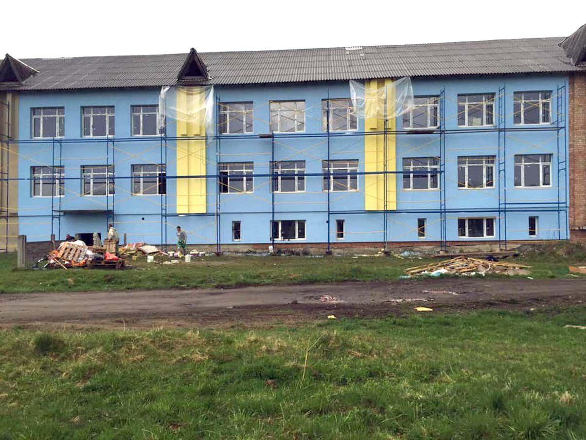 Школу-долгострой в Космаче обновляют