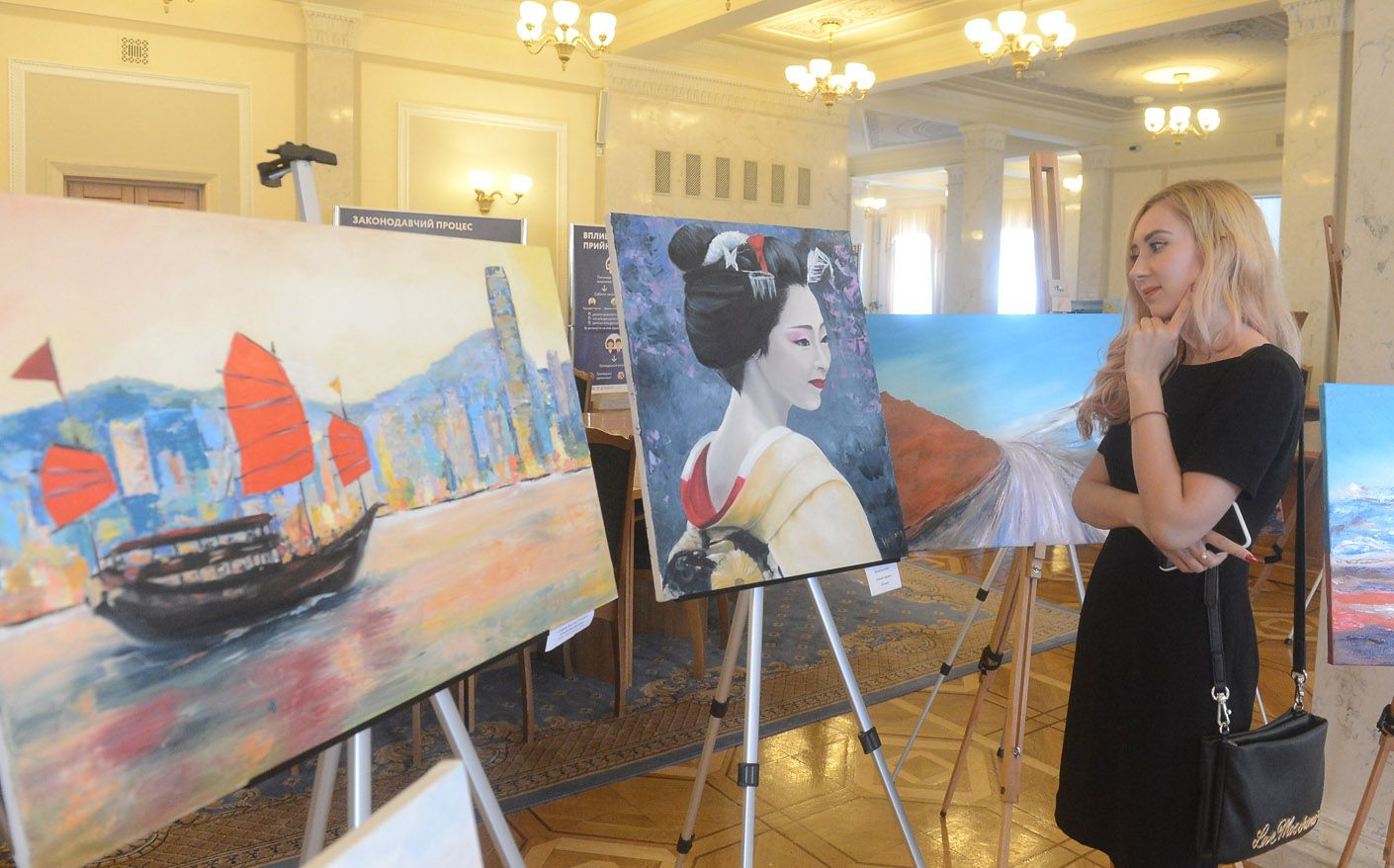 В кулуарах Верховної Ради відкрилася художня виставка «Барви світу»