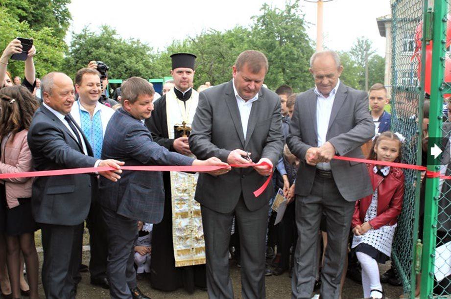 На Івано-Франківщині у Стецевій відкрили футбольний майданчик