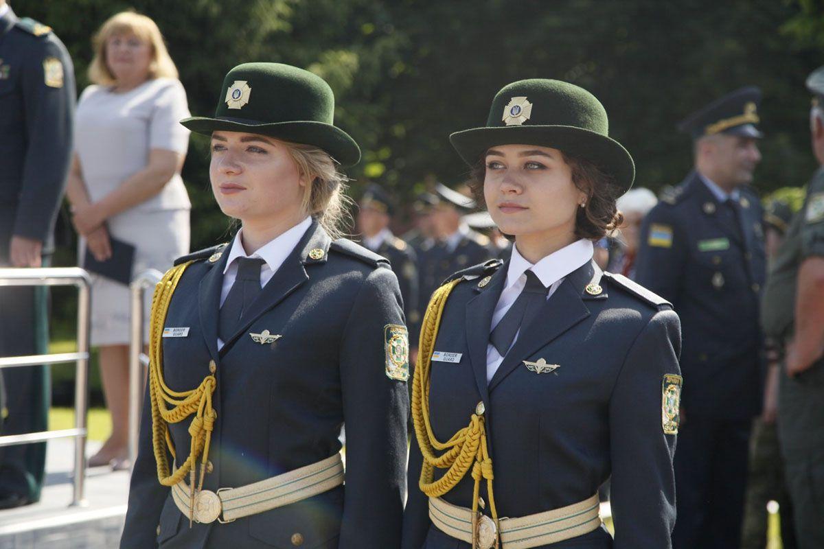 Молоді лейтенанти вирушають на заставу