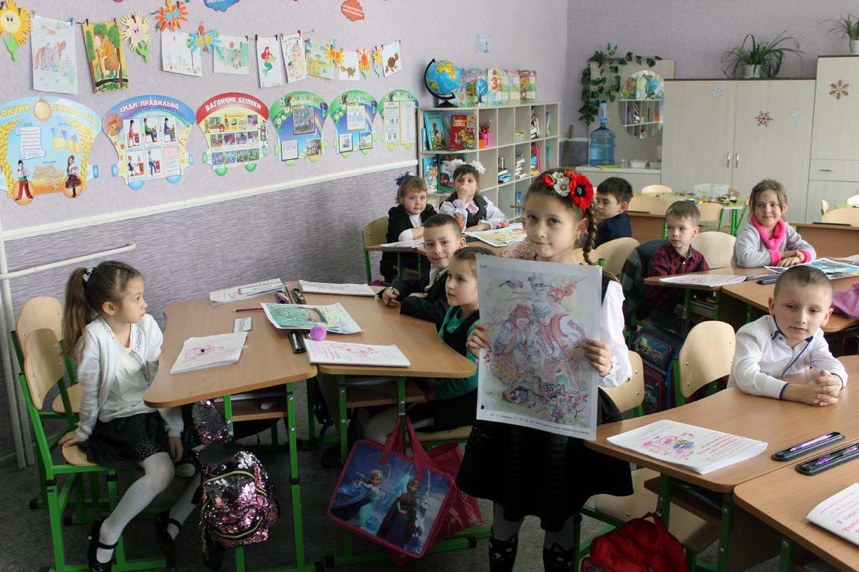Нові парти для школярів і... майбутніх педагогів