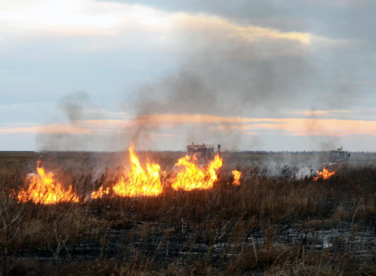 На ланах Херсонської області палає врожай