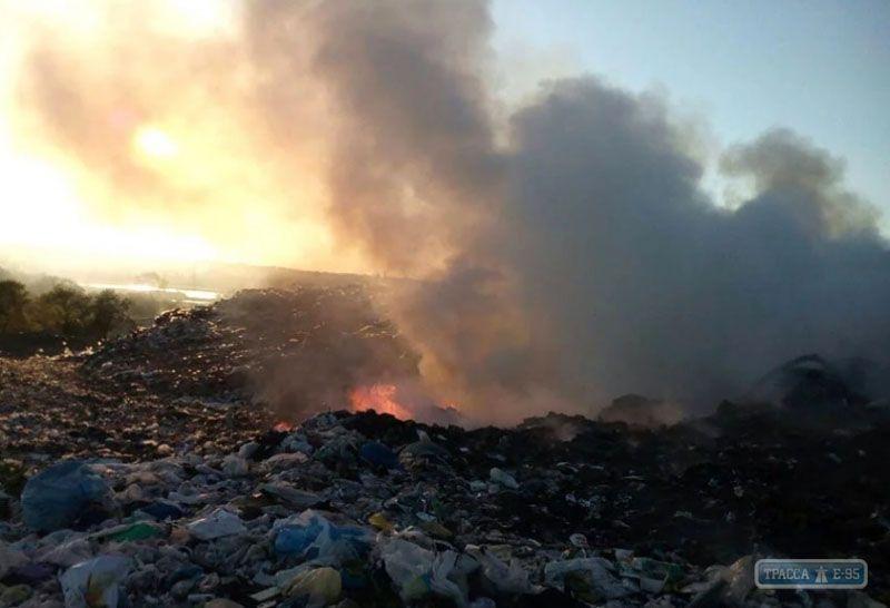 У селі Шабо палає звалище
